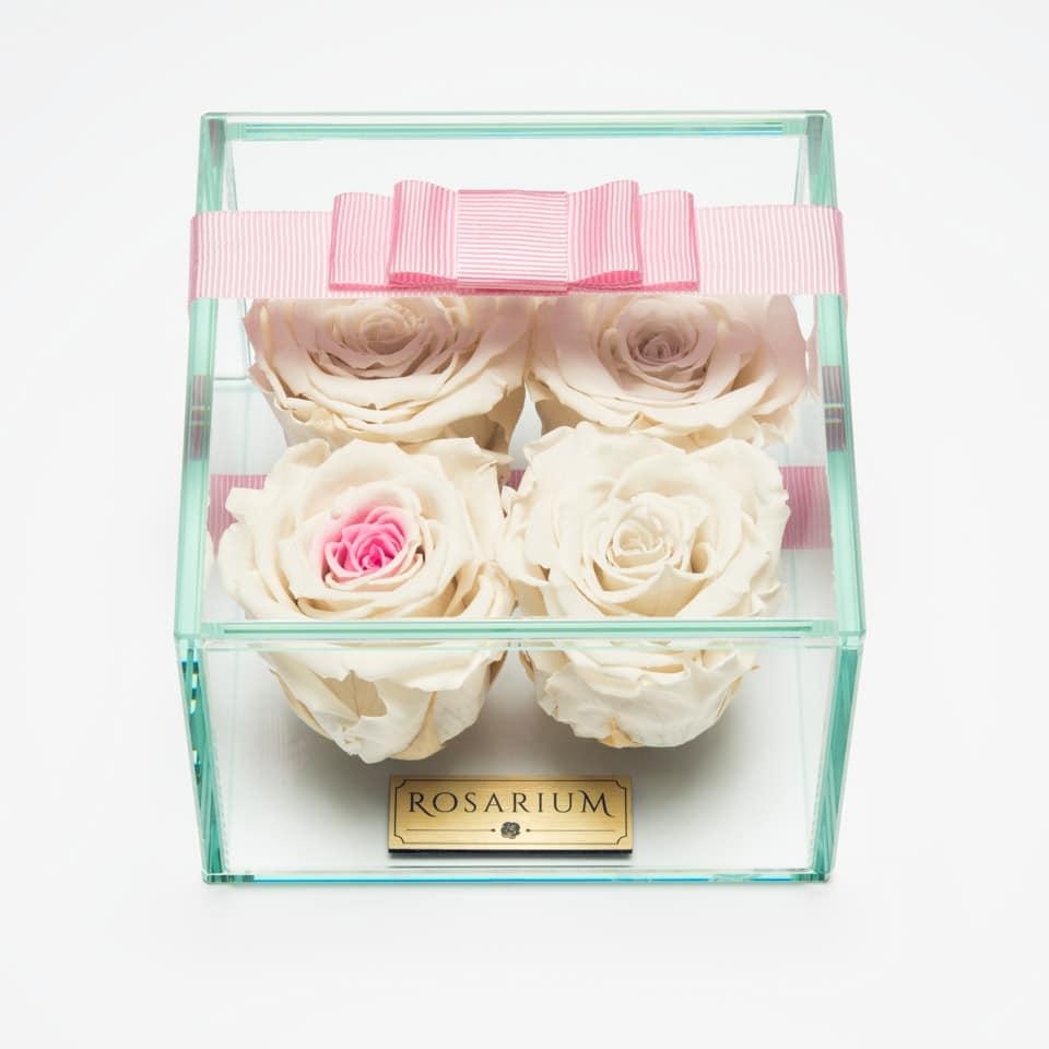 4 darabos fehér középen pink örök rózsa doboz